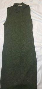 Green sleevless midi dress